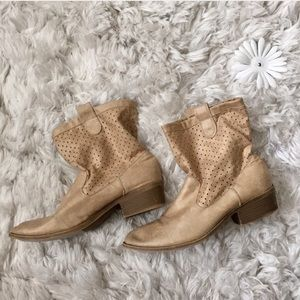 Mini cowgirl boots